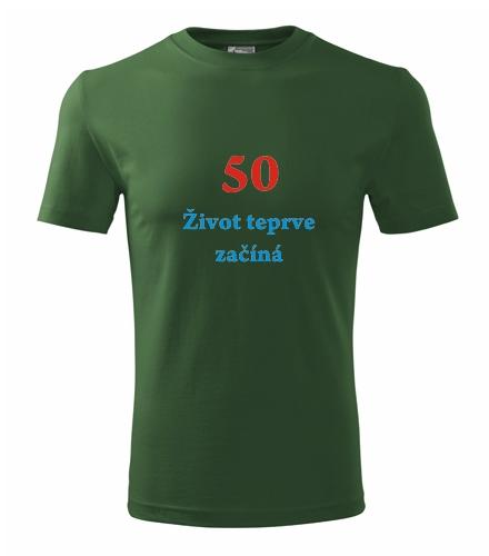 Dárek pro muže k padesátinám Tričko 50 Život teprve začíná lahvově zelená