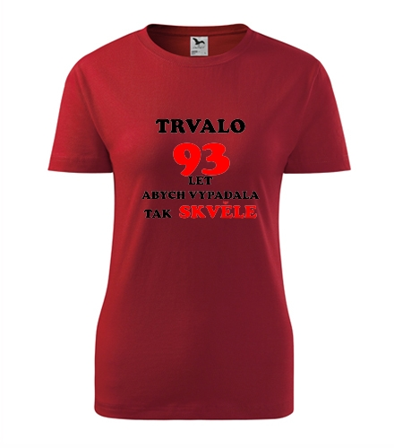 tip na dárek pro babičku Dámské narozeninové tričko trvalo 93 let červená